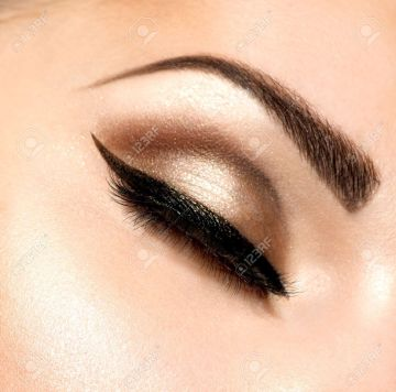 19225067-Beautiful-Eyes-Retro-Style-Make-up--Stock-Photo-makeup-eye-eyebrows