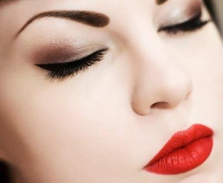 25-glamorous-makeup-ideas-with-red-lipstick-15