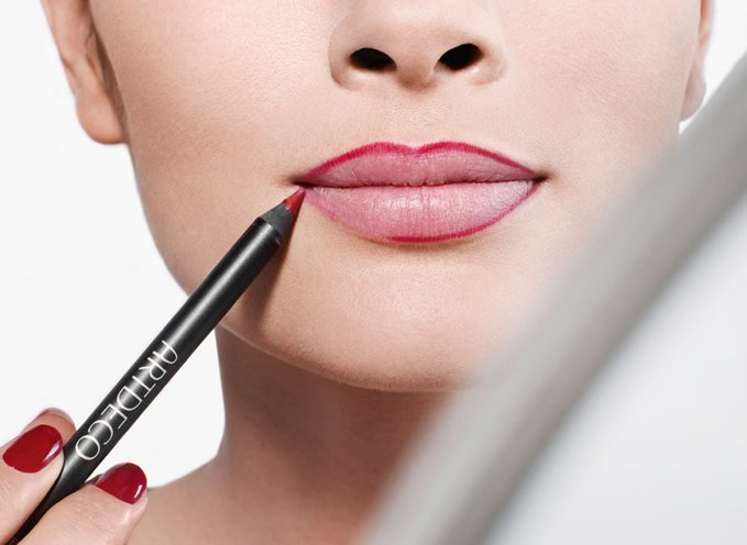 using-lip-liner