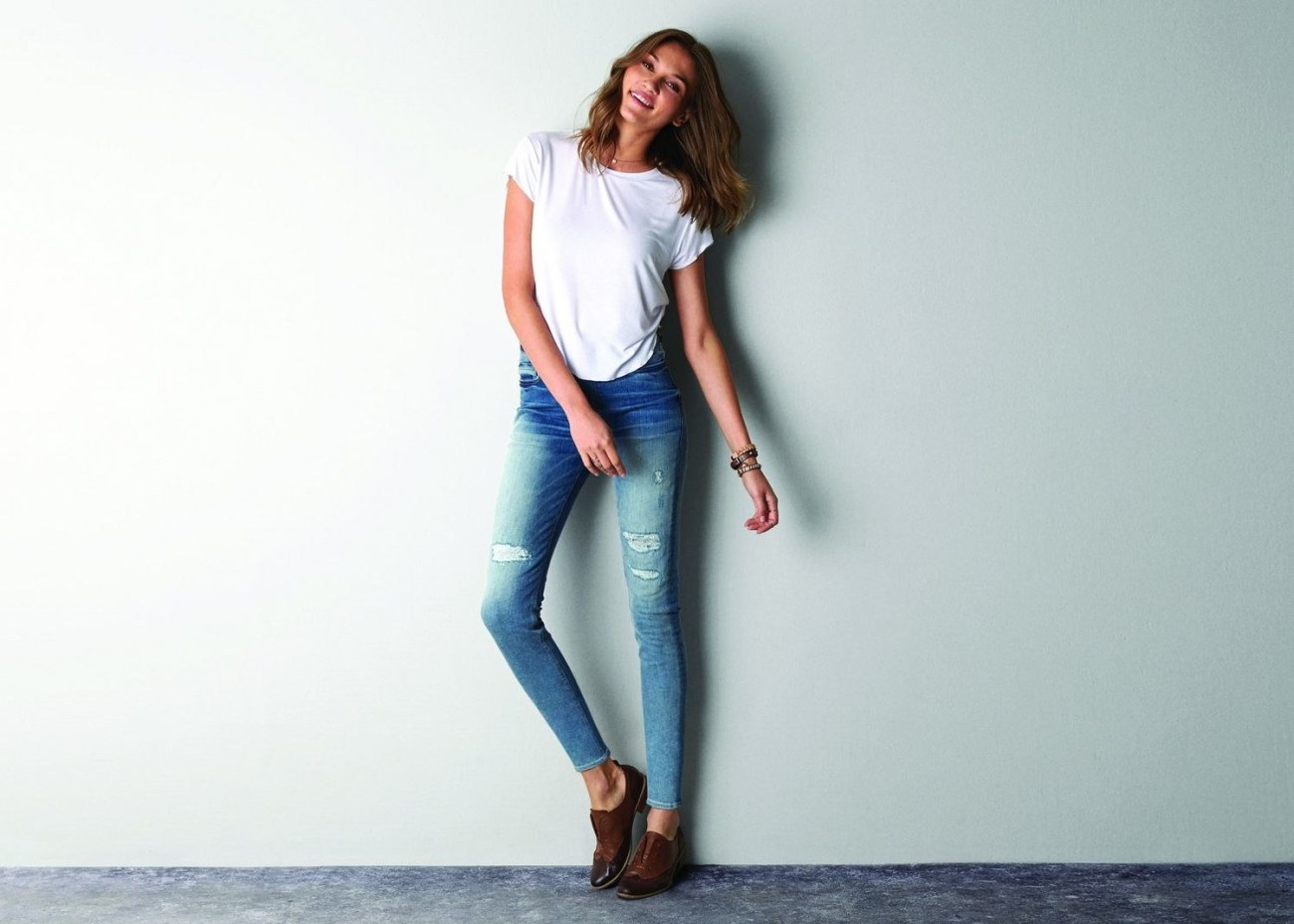 fashion-2015-01-american-eagle-skinny-jeans-white-t-shirt-main