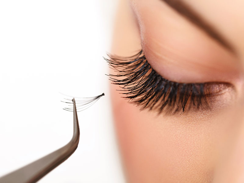 How_To_Apply_False_Eyelashes