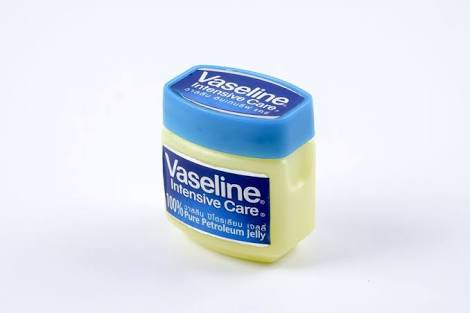 Beauty Benefits of Petroleum Jelly