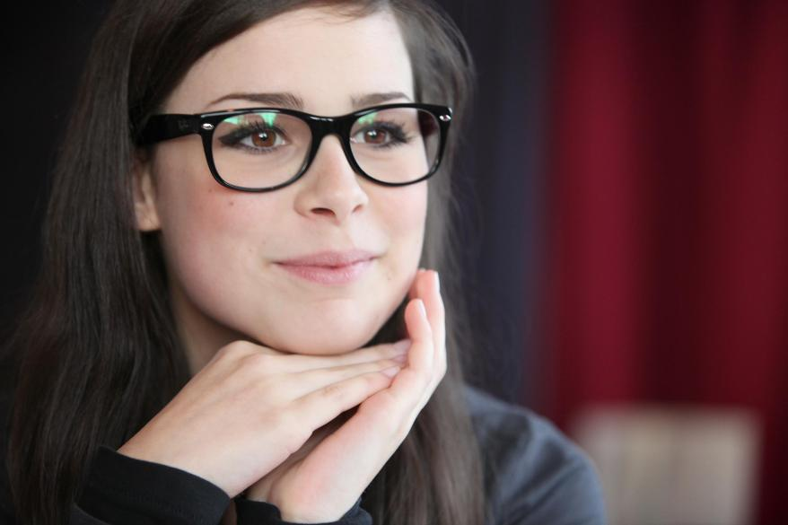 women-glasses_00306889.jpg