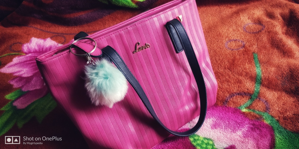 Things Which Are A Must In Your Handbags
